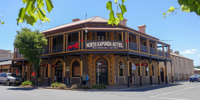 how to start a hotel business in australia