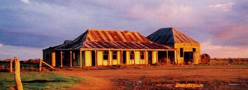One Tree Hotel outside Hay NSW. (now closed) Photo Jon Graham
